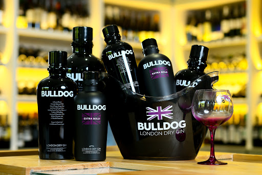Garrafas do Gin Bulldog
