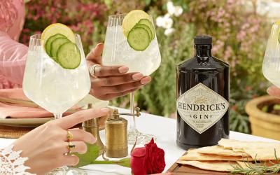 Gin Hendricks com pepino em espiral e ginger ale