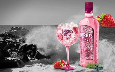 Gin Rosa Larios com botânico para um drink de lord